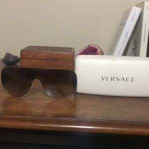 AUTHENTIC VERSACE SUNGLASSES (like new)